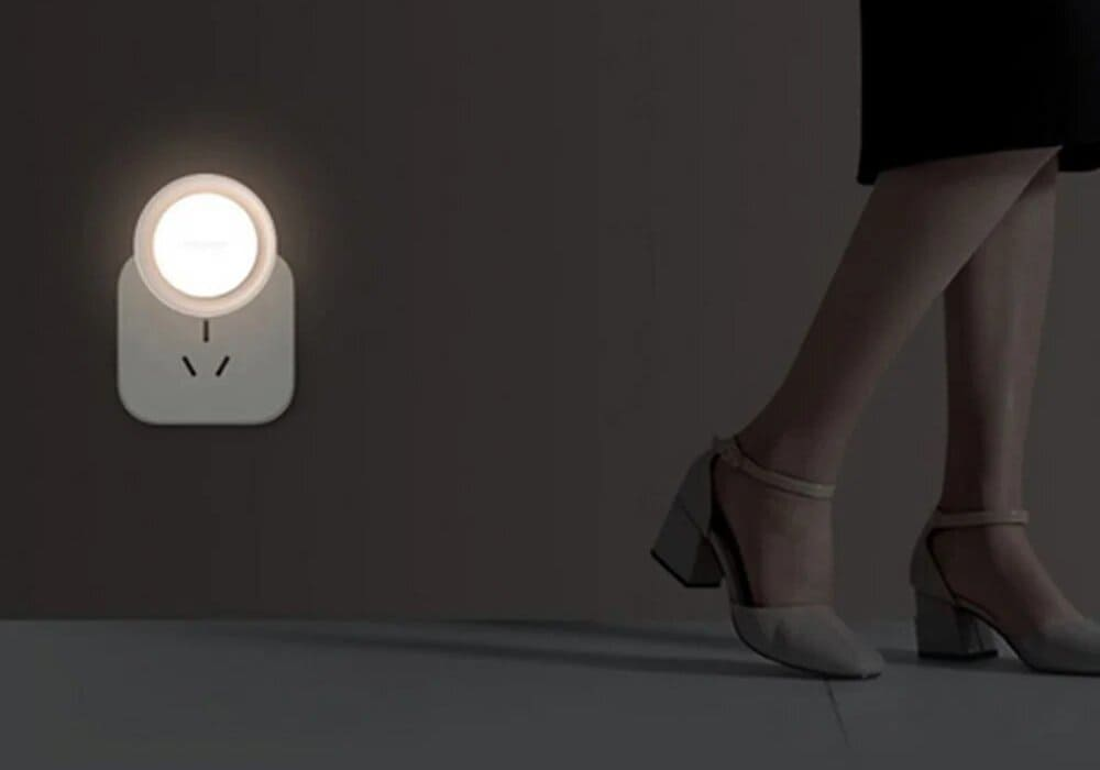Ночник Xiaomi Yeelight Plug-in Night Light Sensitive (YLYD11YL) (белый) robot4home.ru