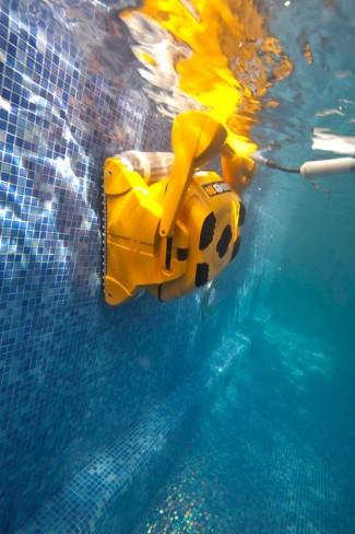 Робот-пылесос для чистки бассейна Dolphin Wave 100 robot4home.ru