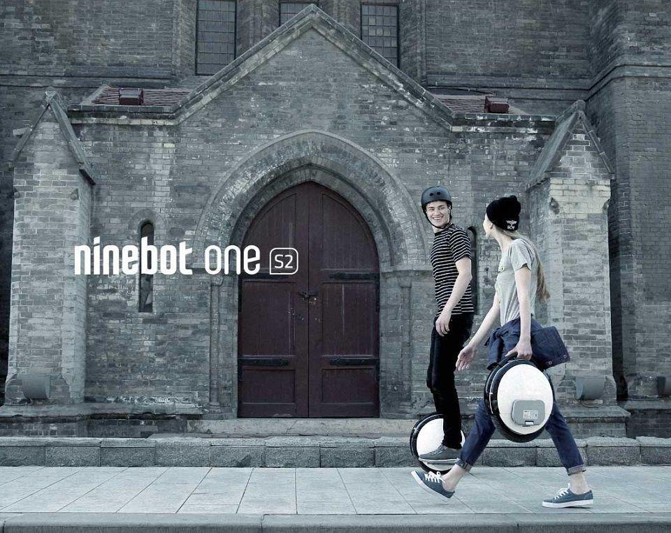 Моноцикл Ninebot by Segway One S2 на фоне города