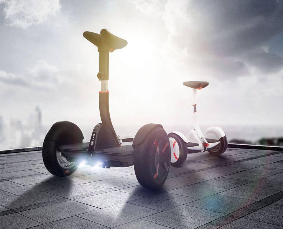 Самобалансирующейся скутер Ninebot mini Pro на крыше здания